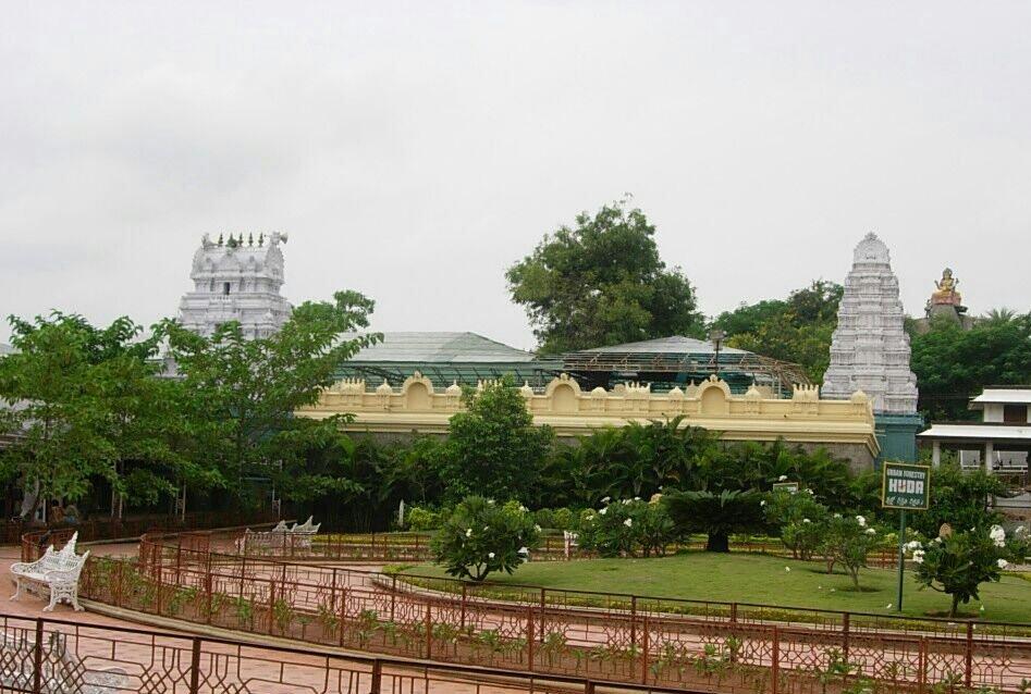 A view of the ancient Sri Gnana Saraswathi Devasthanam of Basar