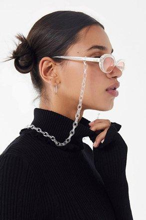 On fleek with chained eyewear