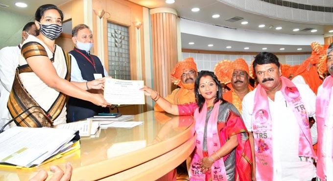 Vijayalaxmi Gadwal of TRS elected Hyderabad Mayor