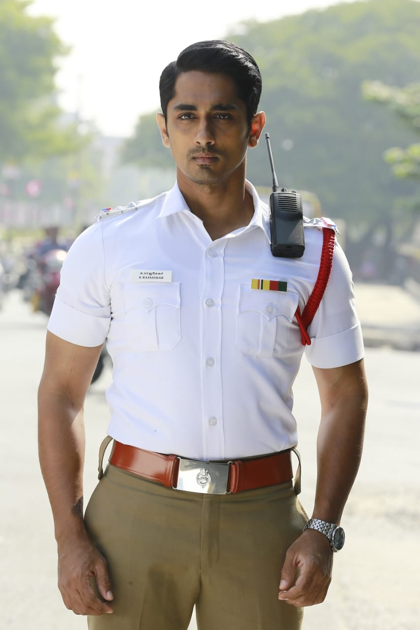 Siddharth turns traffic cop in Orey Bammardi