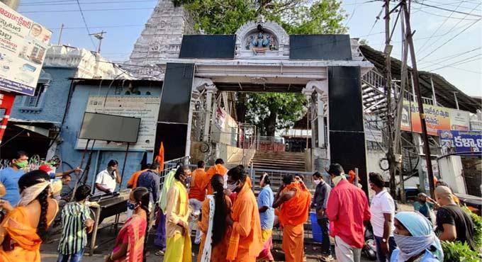 Vemulawada Rajarajeshwara Swamy temple closed for devotees