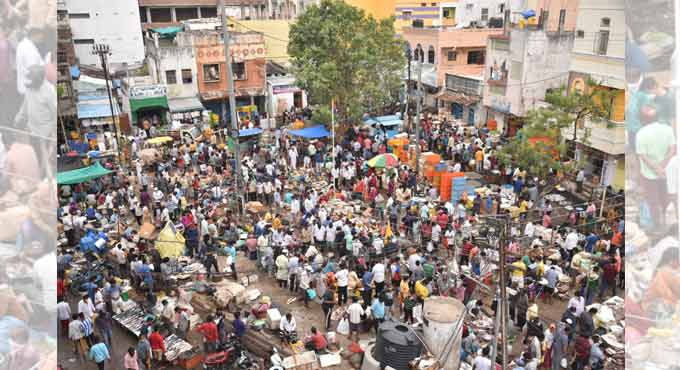 Photo of Hyderabad markets bustle with activity during 4-hr lockdown relaxation
