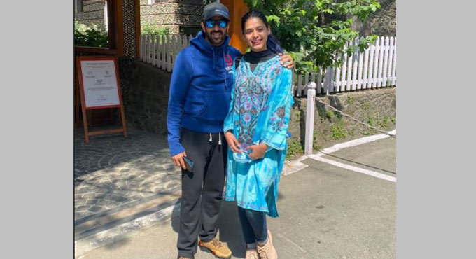 Pranati lacking Kashmiri delicacies, shares photograph with director Kabir Khan